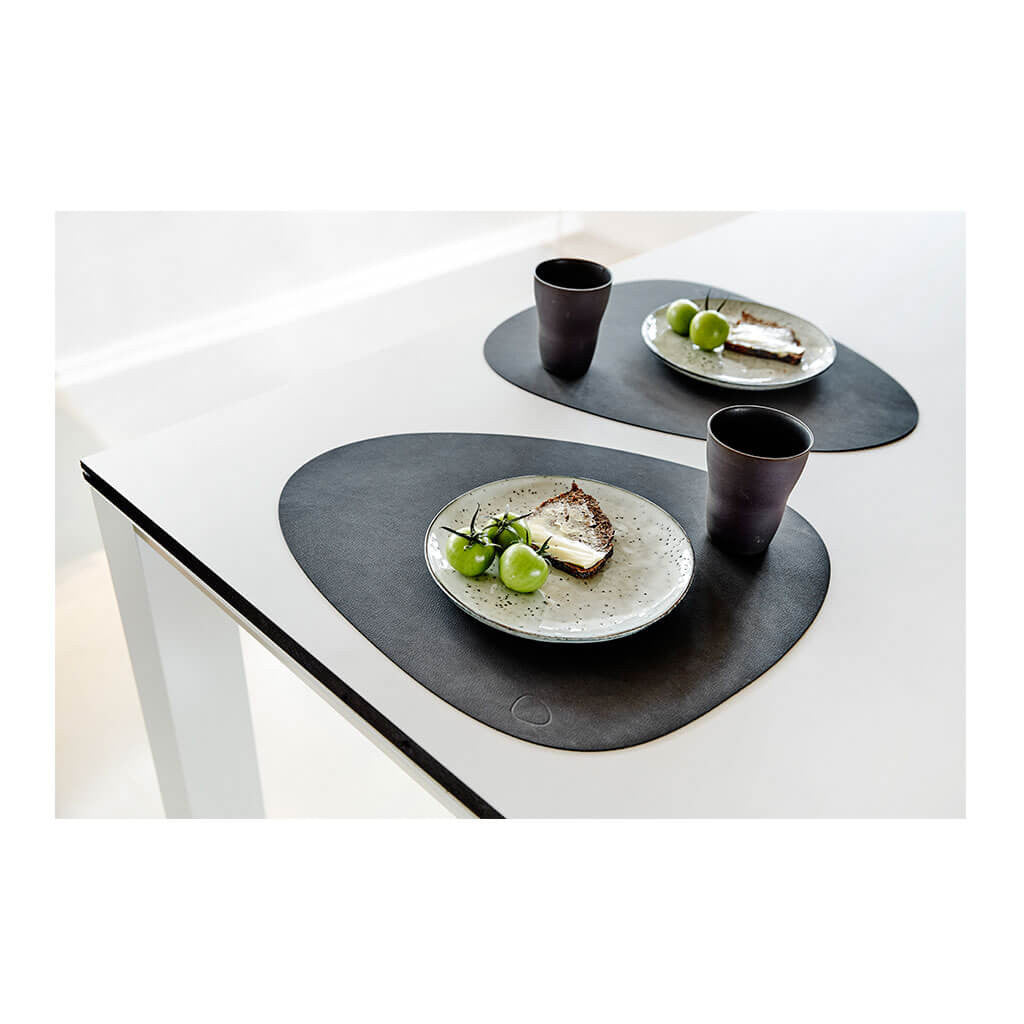 Tableware Lind DNA Nupo Curve Table Mat, Large in Black dining setting 981900
