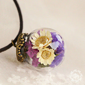 The Cutest Dried Flower Resin Necklaces