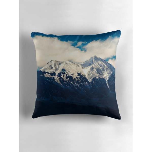 Frozen | Throw Pillow