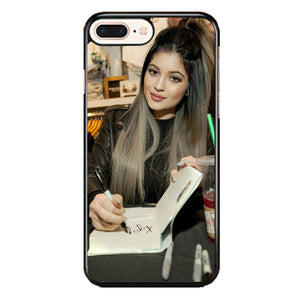 Kylie Jenner Konversi Pers iPhone 8 Plus Case | Frostedcase