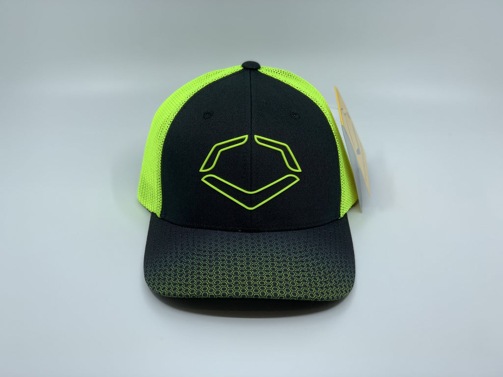 EVOSHIELD ONSLAUGHT FLEX FIT HAT: BLACK / NEON
