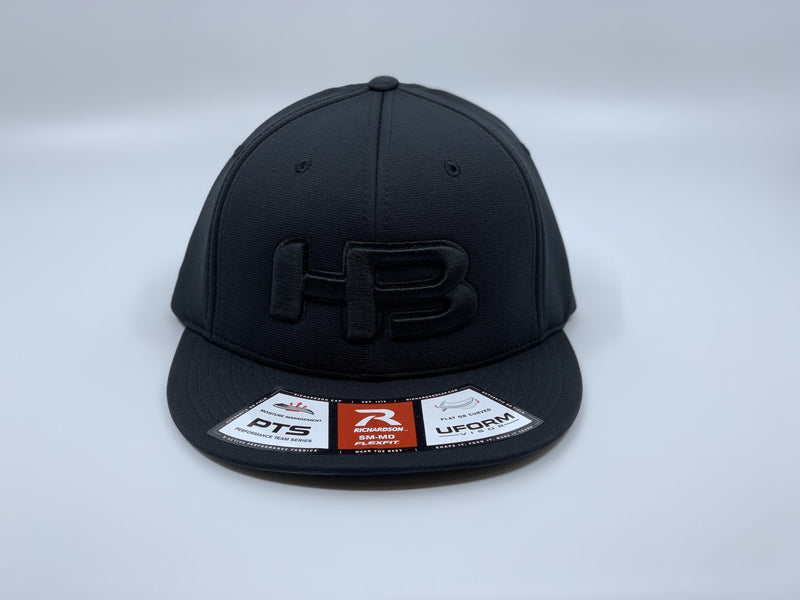 HB SPORTS EXCLUSIVE RICHARDSON PTS20 PULSE R-FLEX HAT: BLACKOUT