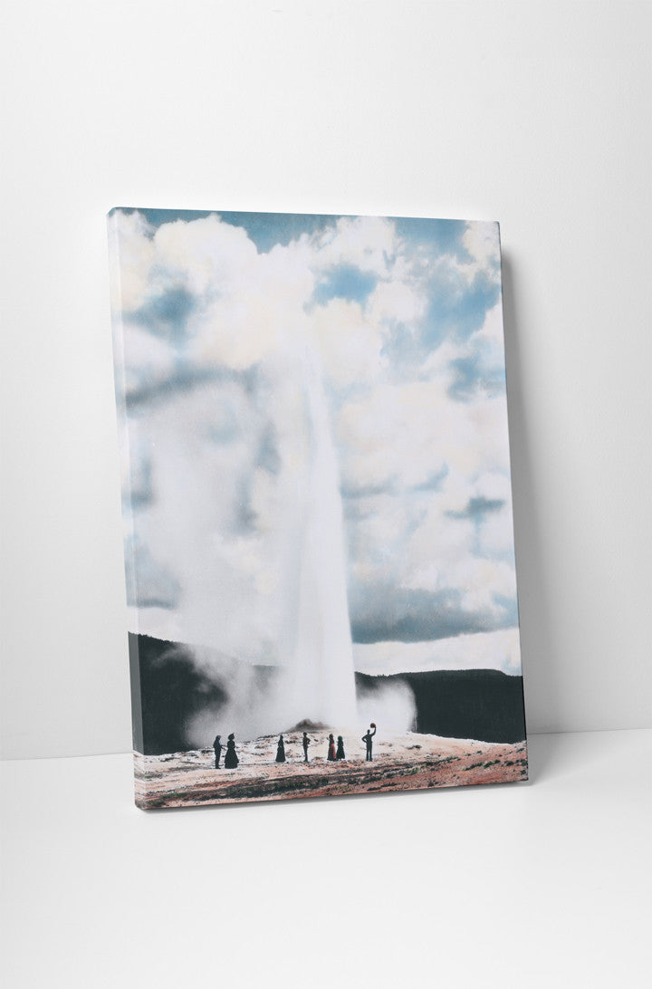 Old Faithful Geyser and People