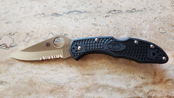 Spyderco Delica 4 Lightweight Black FRN Serrated  C11PSBK