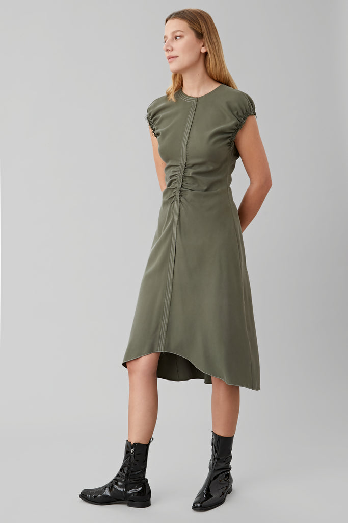 SLEEVELESS GATHERED DRESS IN OLIVE SILK