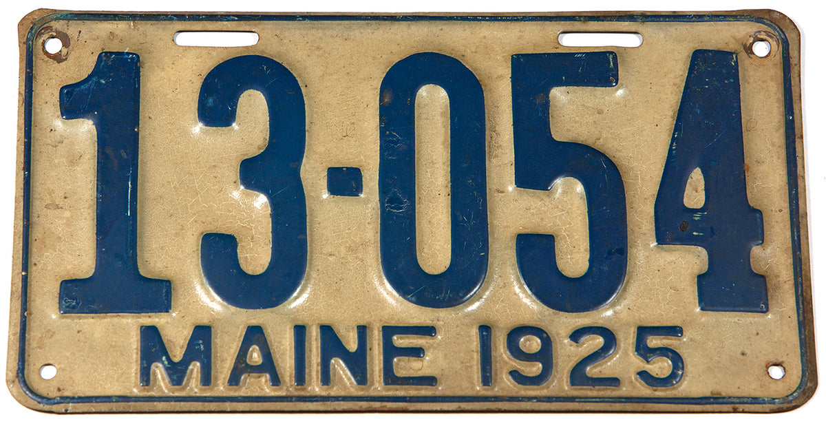 An antique 1925 Maine car license plate in very good condition