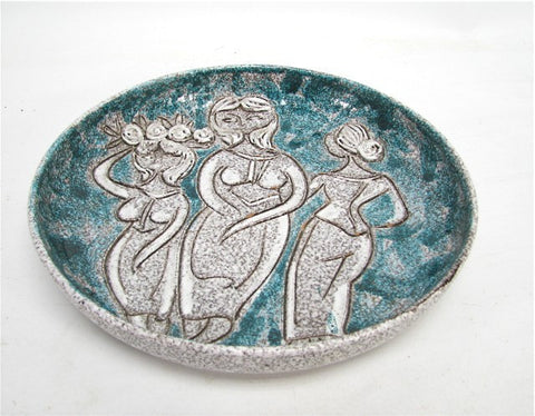 Lrg Italian art pottery bowl w/ figural relief decoration