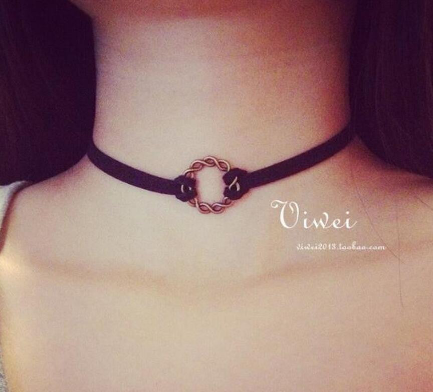 Choker Necklace Gothic Handmade Retro in Black Velvet