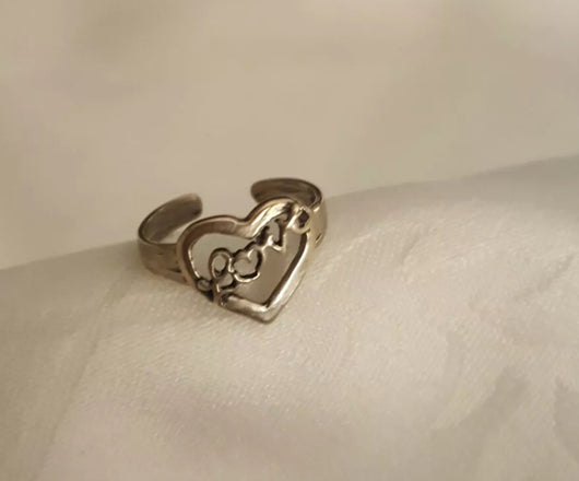 Sterling silver love/ heart toe ring