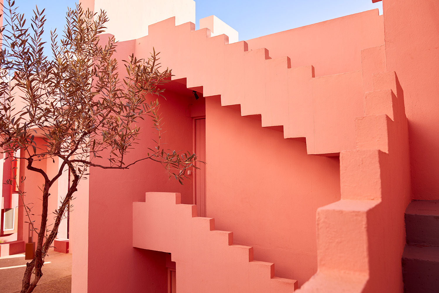 MLM LABEL WALLCANDY LA MURALLA ROJA PLACES TO GO