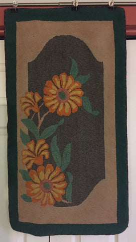 Floral Hooked Rug  -  Deco