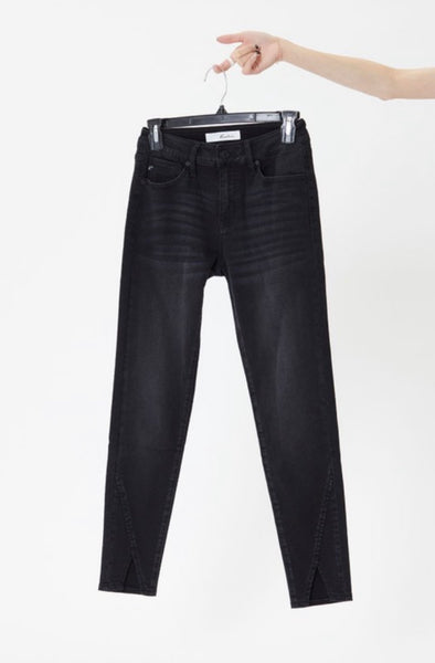 Kan Can Olivia Black Jean