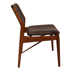 A teak chair with original patinated leather upholstery by Arne Vodder, produced by Sibast