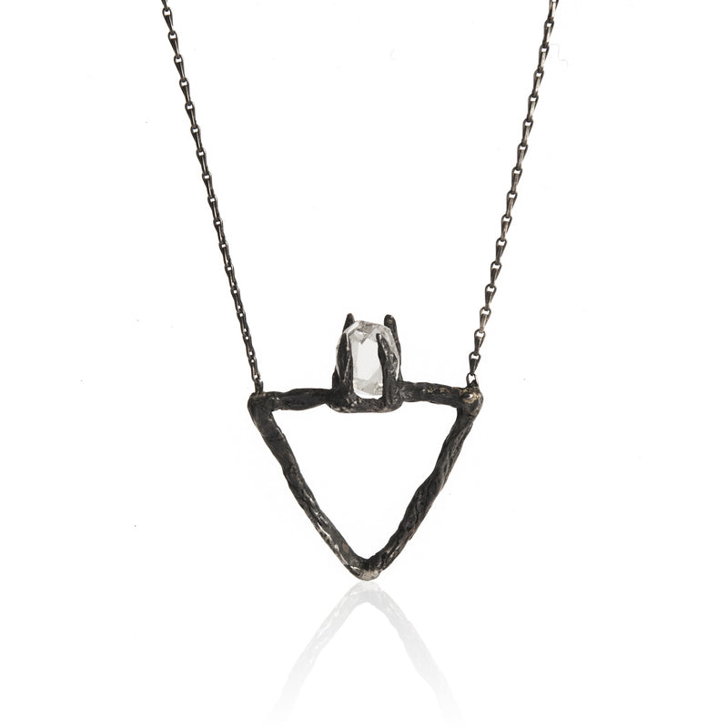DELTA NECKLACE-BLACK