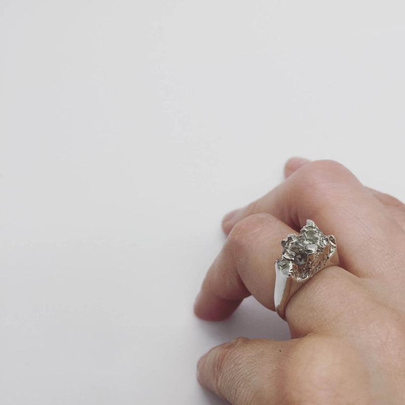UNDER EARTH Half Texture Ring - Silver