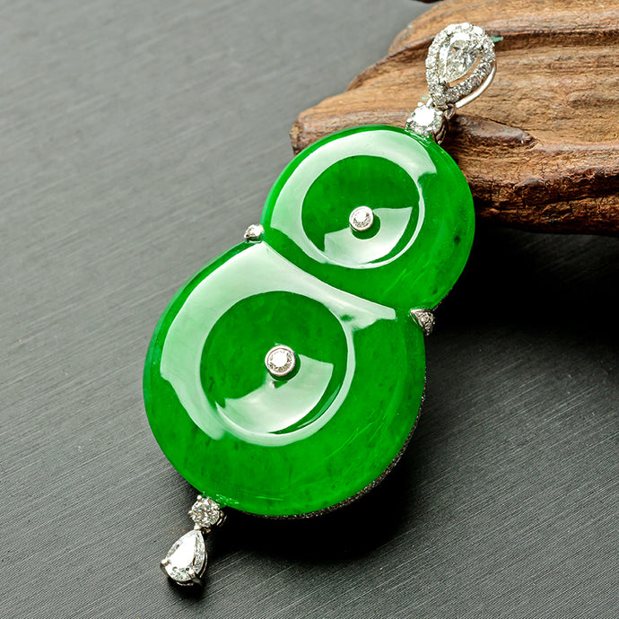 Appreciation of exquisite jade pendant