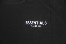 FEAR OF GOD ESSENTIALS BOXY LOGO TEE