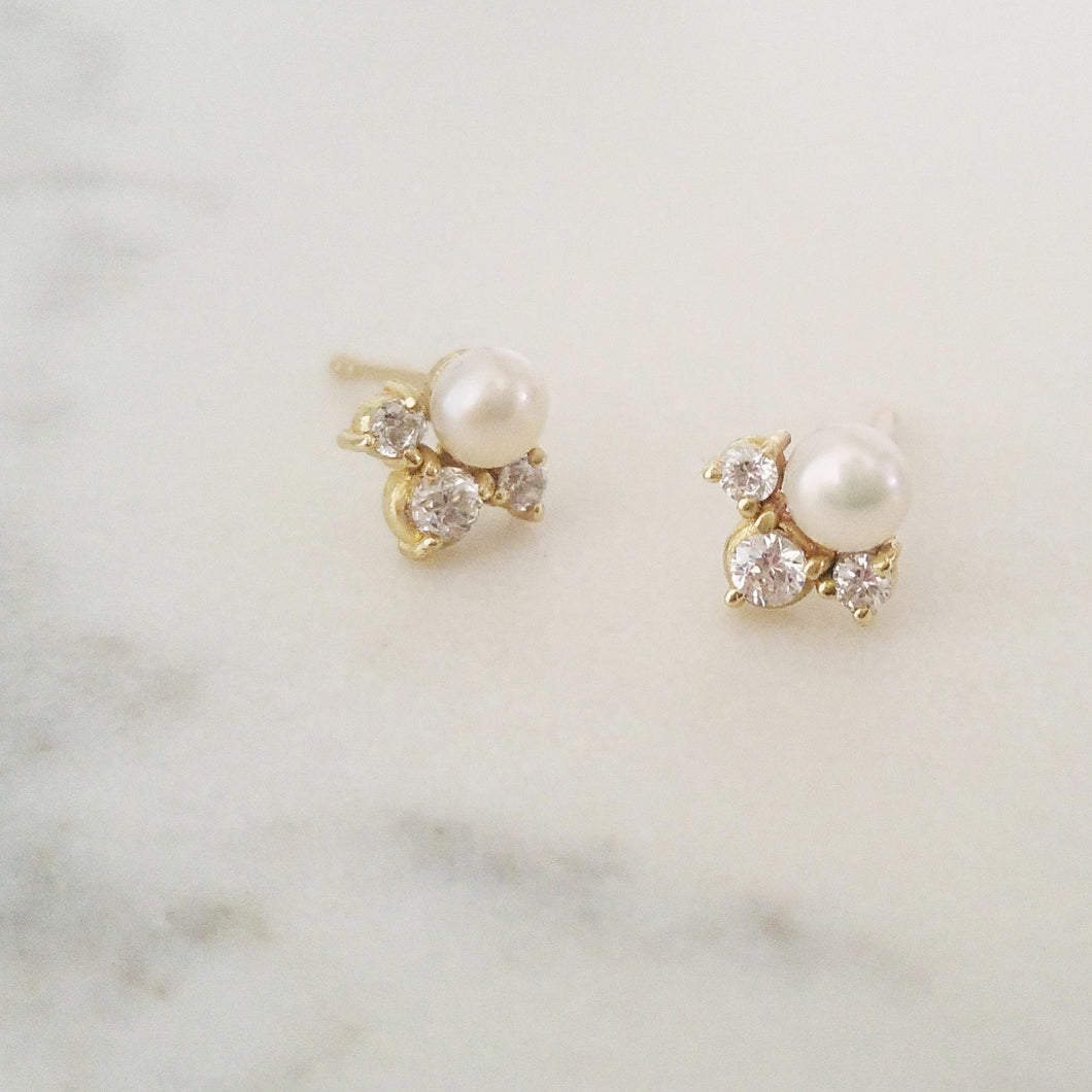 Pearls and diamonds dainty earrings