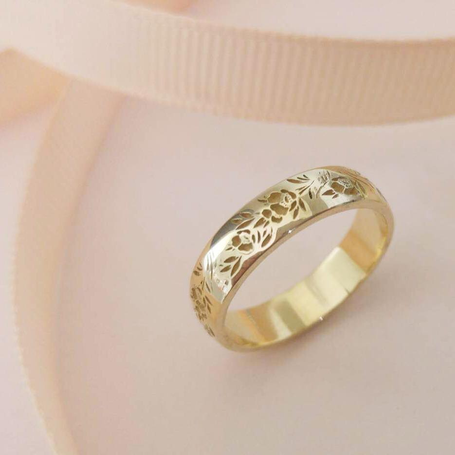 Vintage style floral wedding band