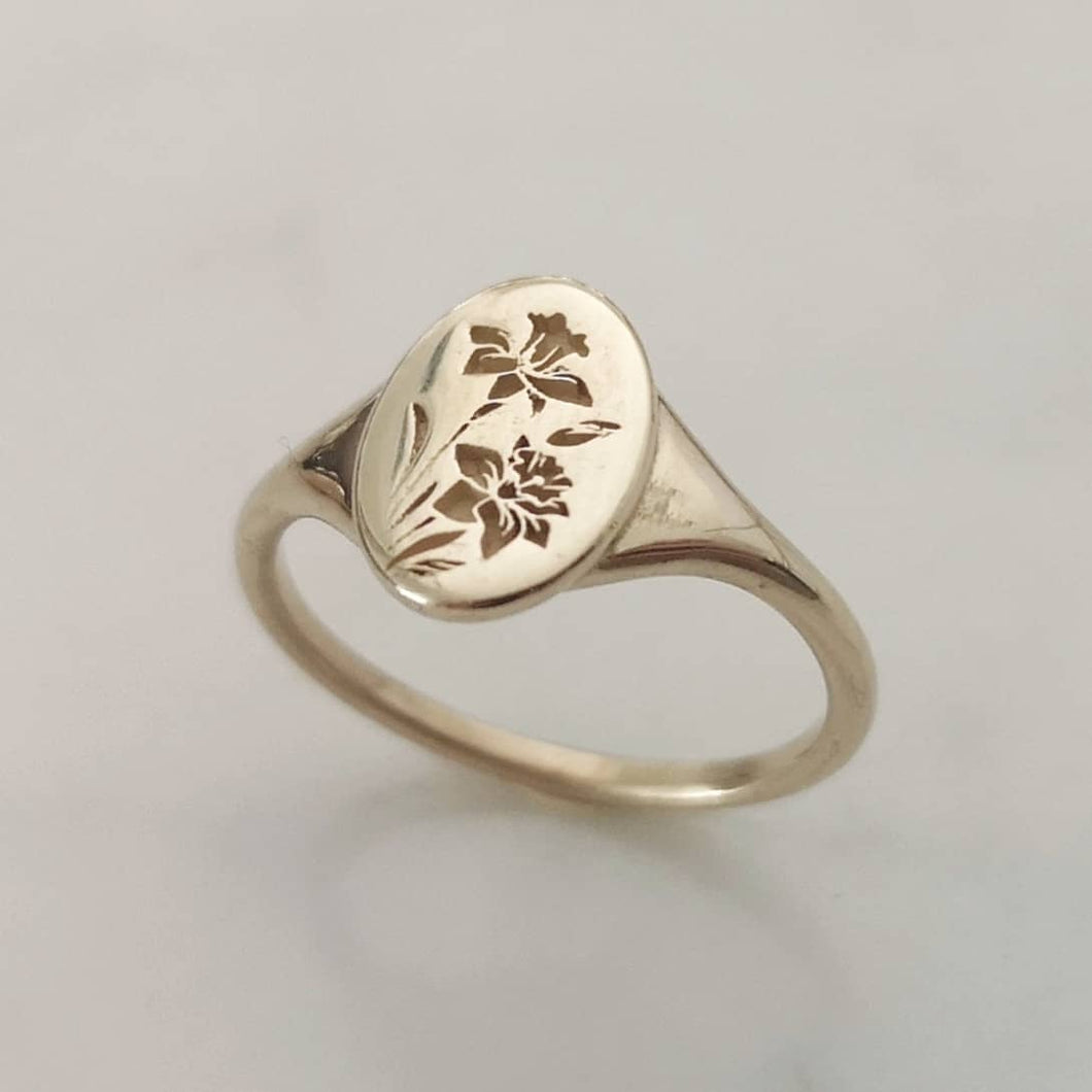 Daffodils signet ring, 14k gold birth flower oval signet