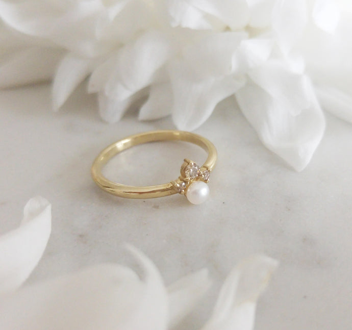 Pearls and diamonds cluster ring, alternative engagement ring, 14K gold dainty pearl ring, delicate pearl ring, alternative engagement ring