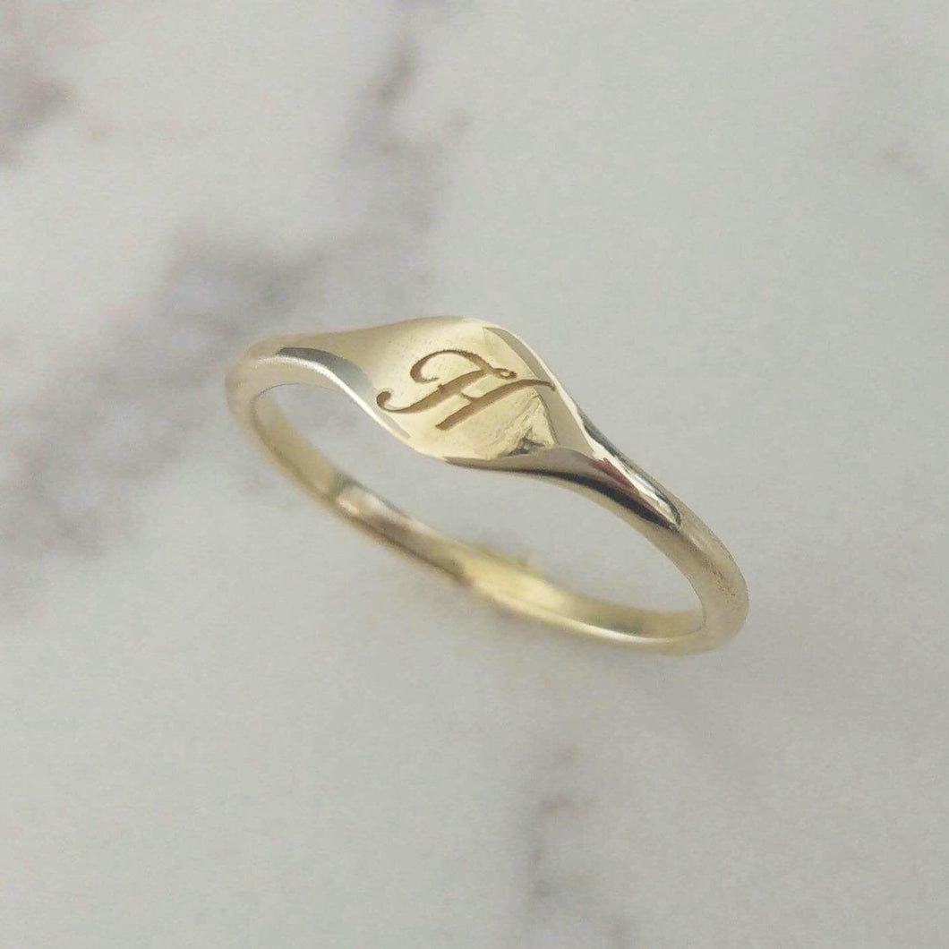Monogram ring, gold signet ring , engraved Signet Ring, dainty initial ring , personalized Valentine's day gift