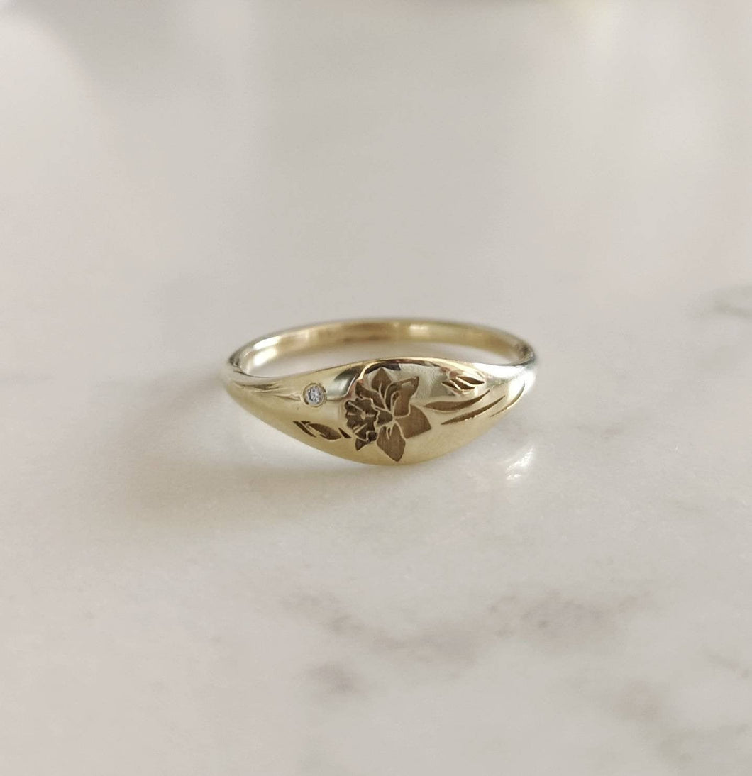 Daffodil signet ring, 14k gold floral wedding band