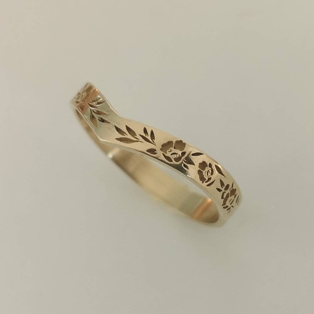 Flower wedding band, vintage style floral ring for women, 14k gold V shaped flower band.
