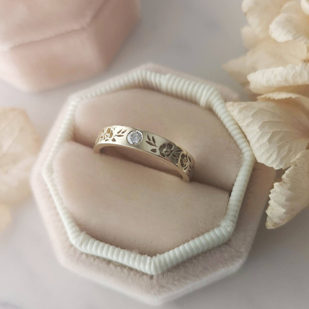 Floral wedding band, 14k gold vintage style flower band