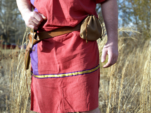 Medieval, renaissance tan leather ring belt and pouch on roman garb