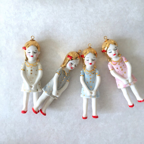 Porcelain doll necklace with gold dots - Agathe .. Agathe sautoir poupée en porcelaine, robe à pois or