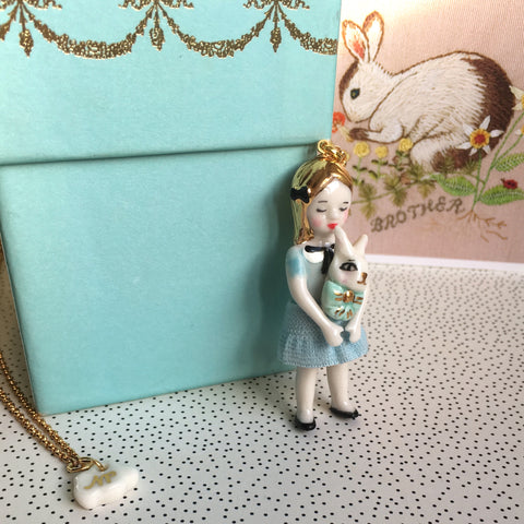 Alice in Wonderland: porcelain doll necklace  .. Alice au pays des Merveilles: sautoir poupées en porcelaine