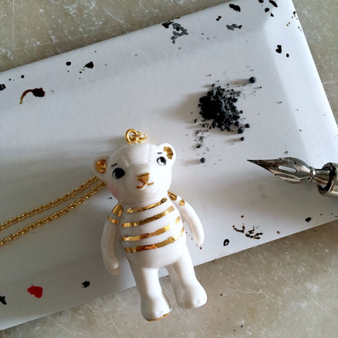 Teddy Bear Porcelain necklace -gold stripes .. Teddy sautoir en porcelaine - marinière or