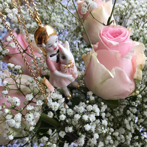 Pink Alice in Wonderland: porcelain doll necklace  .. Alice Rose: sautoir poupées en porcelaine