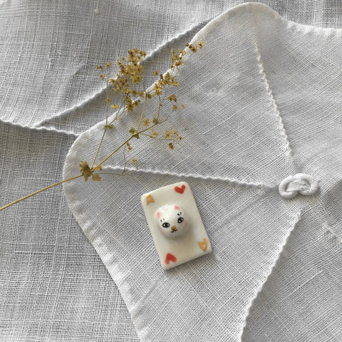 Porcelaine brooch cat from Alice .. broche en porcelaine le chat d'Alice