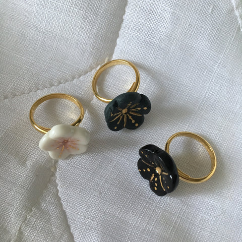 Sakura- black porcelain adjustable ring  .. Sakura- bague ajustable en porcelaine noire