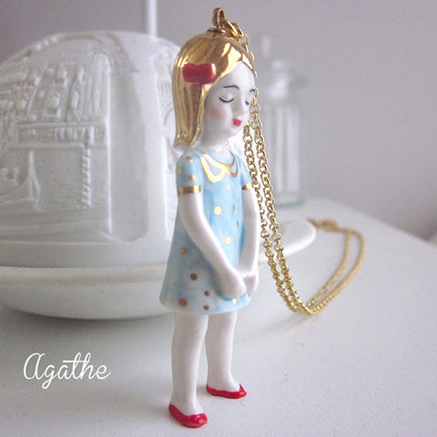 Porcelain doll necklace - Agathe .. Agathe sautoir poupée en porcelaine, robe bleue à pois or