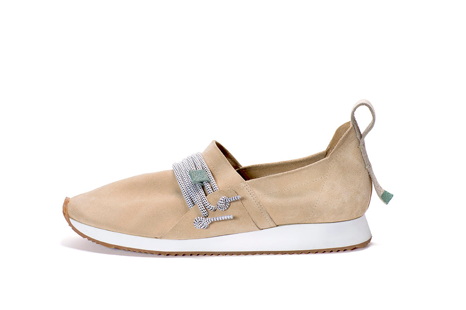 https://cdn.shopify.com/s/files/1/1684/8885/files/Shoes_WhiteBG_Mateo_Sand_2.jpg?1221589247570342209