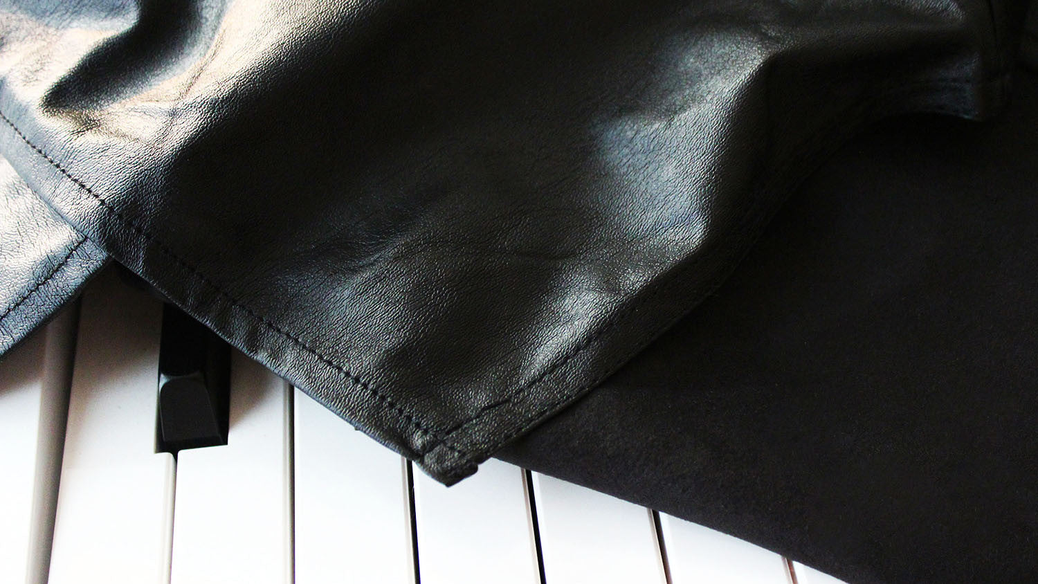 Leatherette digital piano cover by clairevoire closeup