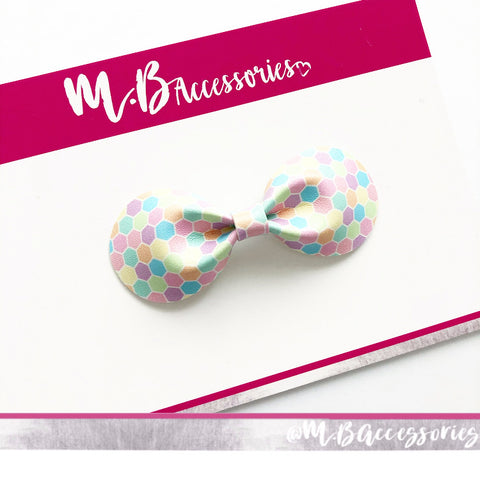 Honeycomb watercolour curved pinch bow