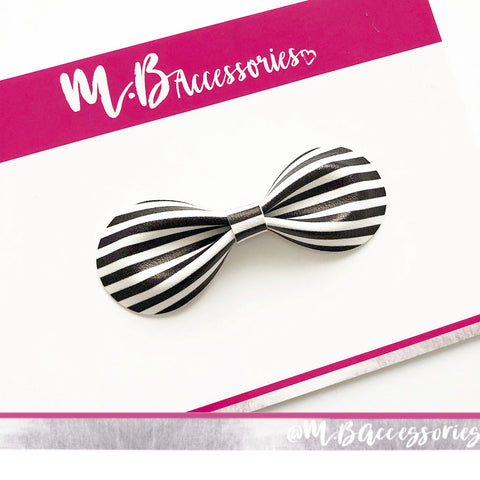 Black and white stripe curved pinch bow