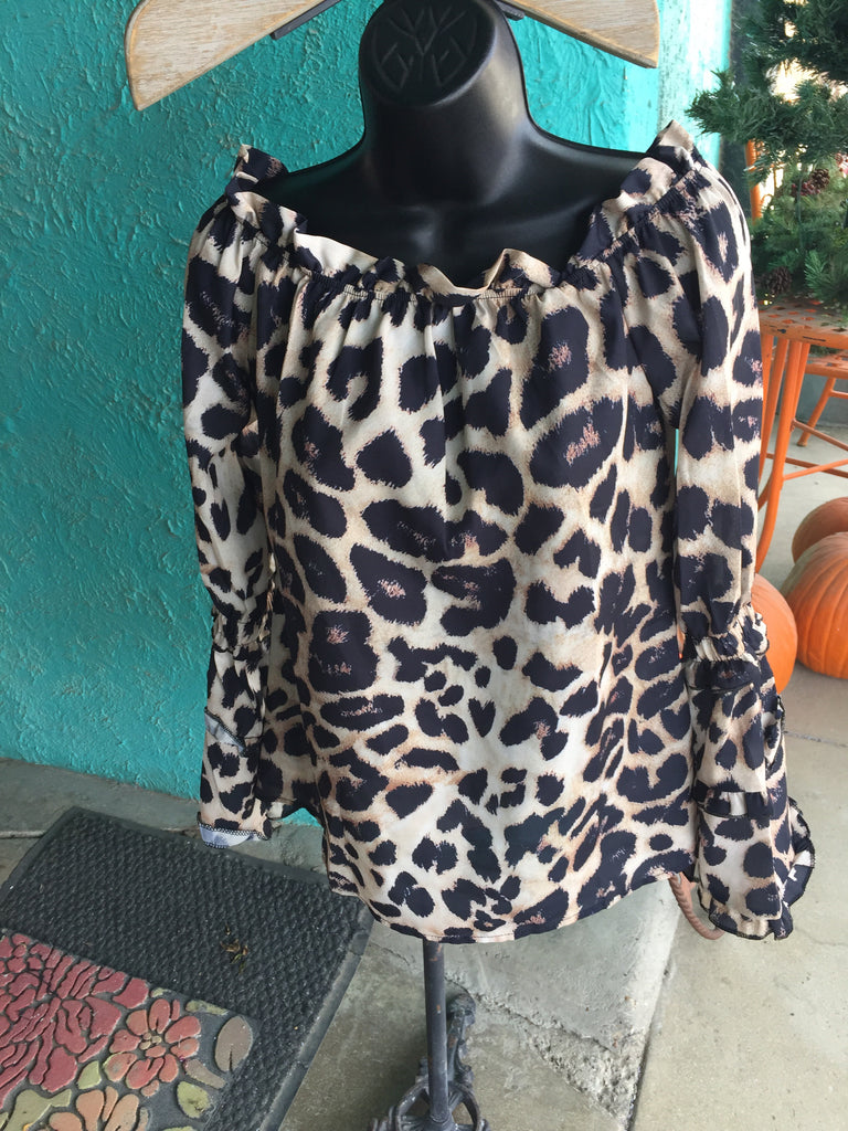 Leopard top off-shoulder