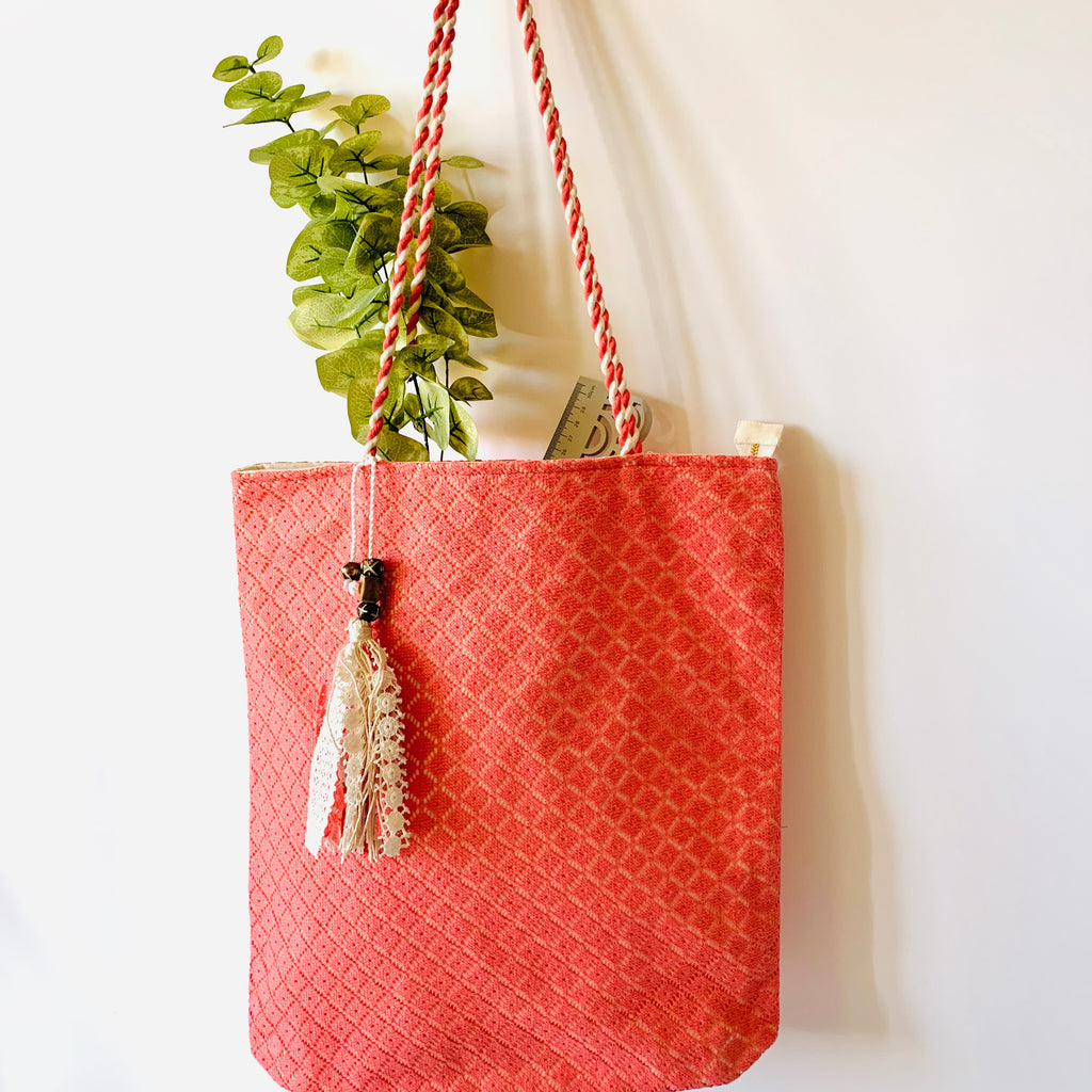 The must have Coral Lace Tote