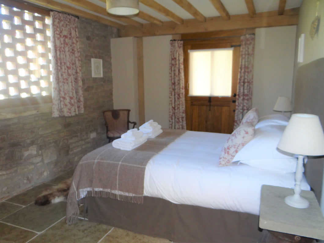 Bedroom TWO - THE HAYLOFT - SHARED Occupancy - The Book Matchmaker