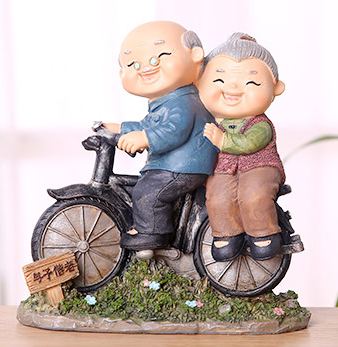 TERRA Old Couple (Washing Leg / 15.5x7.5x16cm)