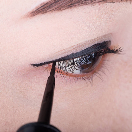 Image result for magnetic eyeliner applying