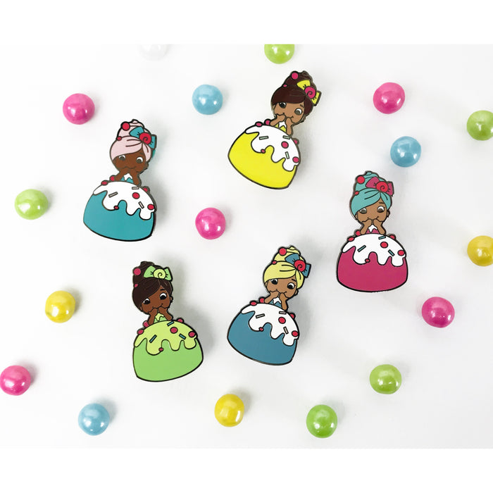 Zoe's Fancy Cakes Doll Pin - Green