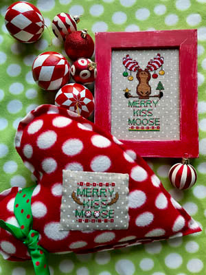 Merry Kiss Moose ~ Amy Bruecken Designs