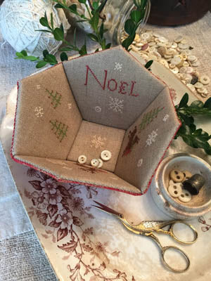 Noel Sewing Basket ~ Stacy Nash Primitives