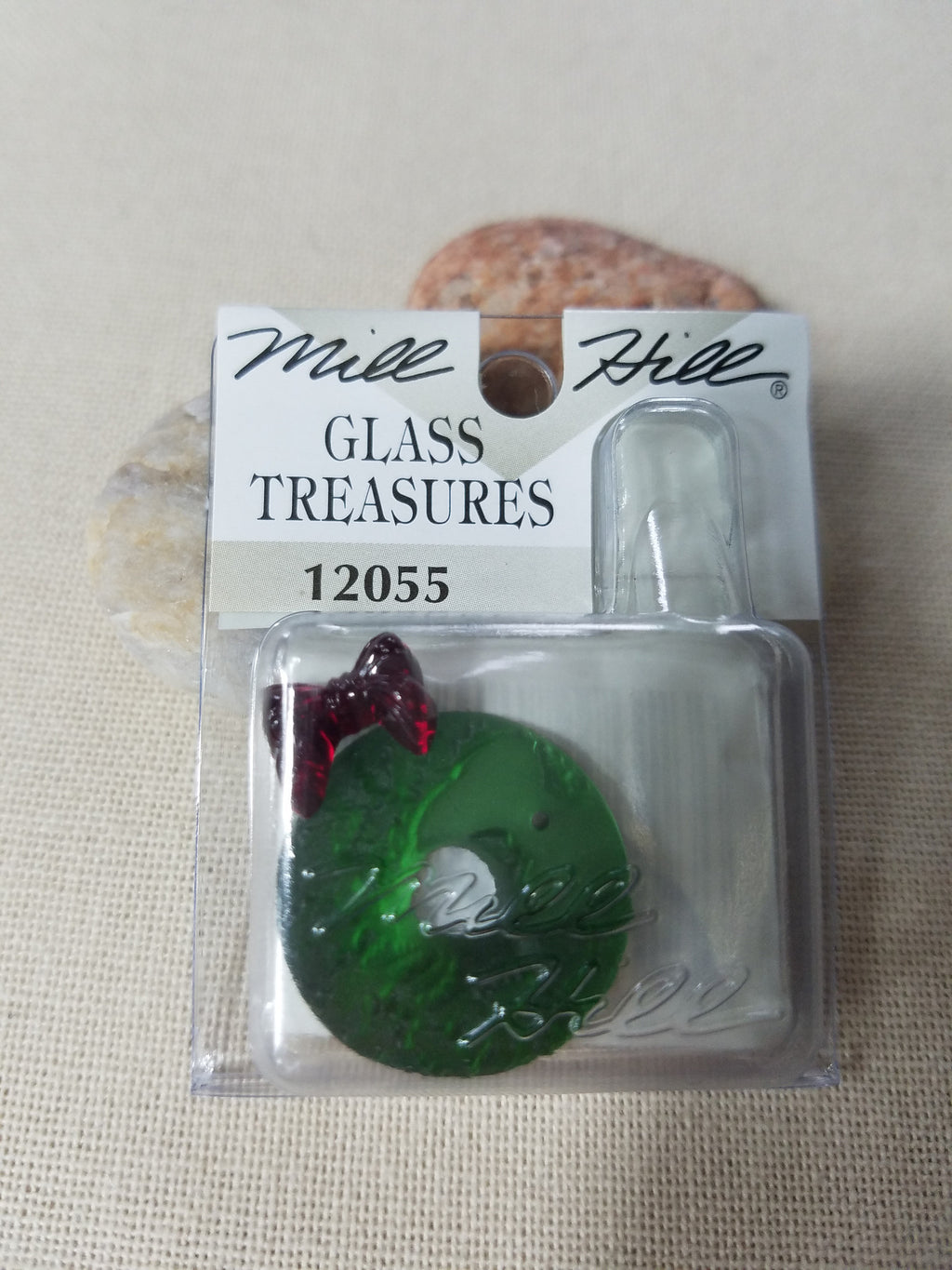~ 12055 ~ Matte Green Wreath & Red Bow Charm ~ Mill Hill